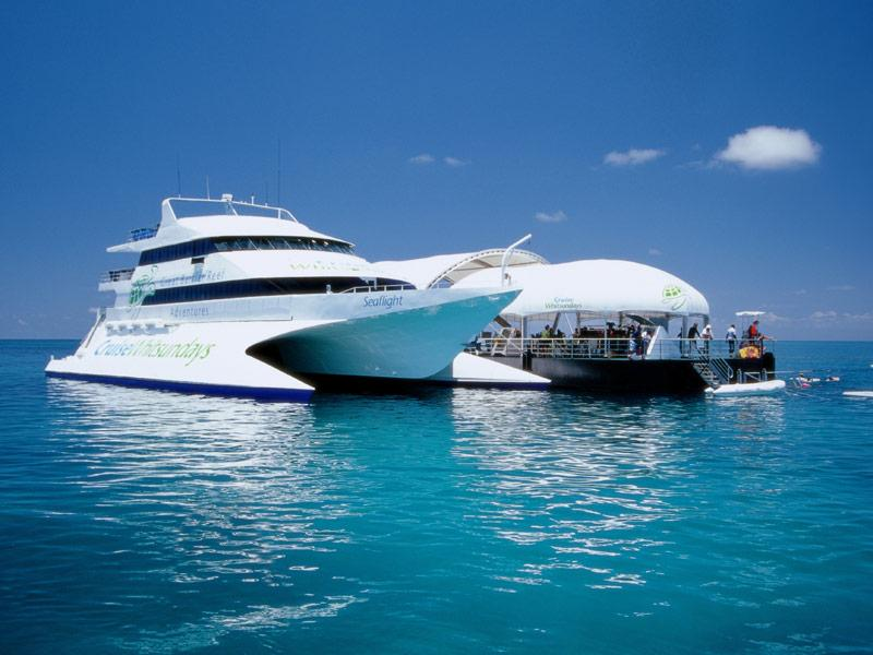 Awesome Whitsundays Cruise Combo Deal: Great Barrier Reef Adventure
